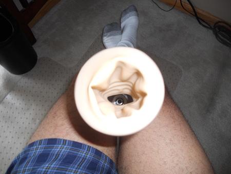 Môžete vidieť výhodu rukáve už.  To vytvorilo menšie otvor a cielenejšie vákuum na svojom penis.  Tento menší otvor je to, čo bráni gule z nasatie.